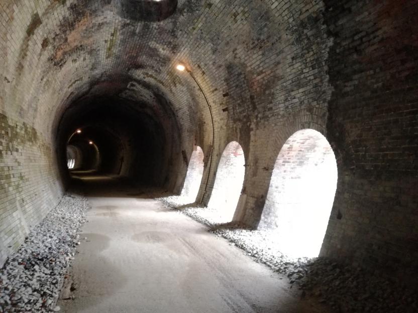 廃線跡のトンネルの写真